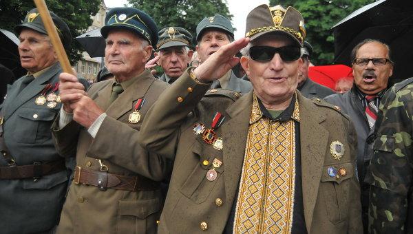 Ветераны Украинской повстанческой армии (УПА) в день праздника героев во Львове. Архивное фото