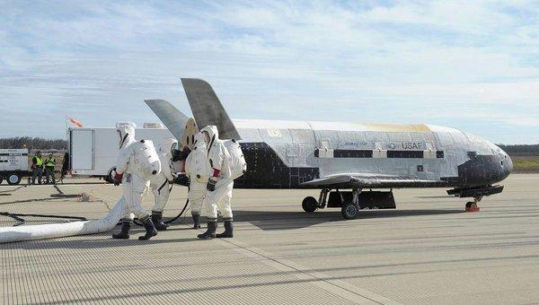 Приземление беспилотного самолета ВВС США Х-37В