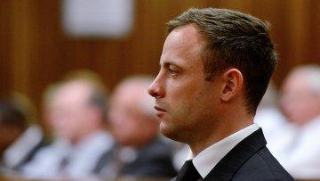 Южноафриканский легкоатлет-ампутант Оскар Писториус в зале суда на вынесении приговора