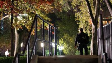 Секретная служба задержала мужчину прыгнувшего через забор недалеко от Северной лужайки Белого дома