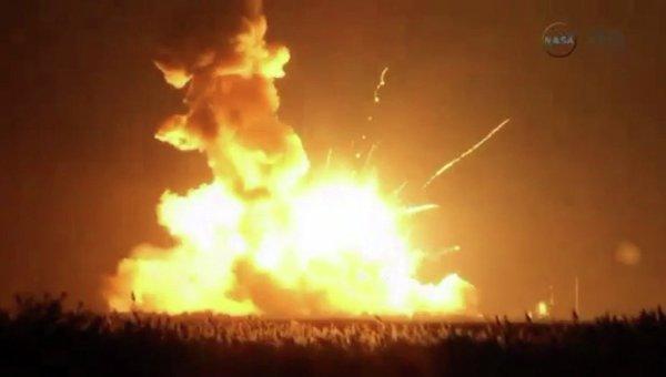 Взрыв ракеты-носителя Anrares в США