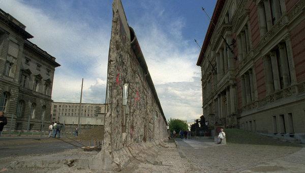 Остатки разрушенной Берлинской стены. Архивное фото.
