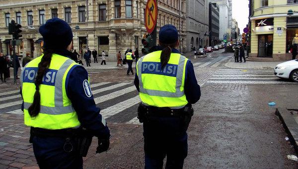 Финская полиция на улице Хельсинки. Архивное фото