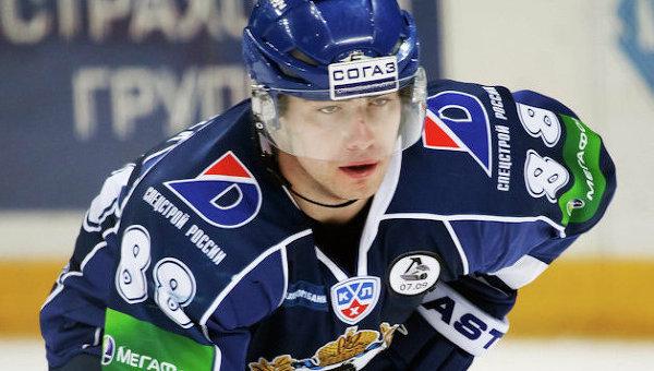Игрок хоккейной команды Автомобилилист Якуб Петружалек
