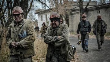 Шахтеры Донбасса возвращаются после смены. Архивное фото