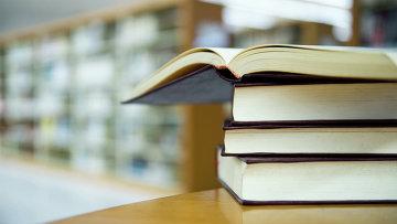 Книги и учебники. Архивное фото
