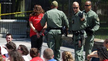 Демонстрация против депортации мигрантов у Белого дома в Вашингтоне