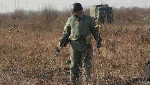 Разминирование местности в Чеченской Республике. Архивное фото