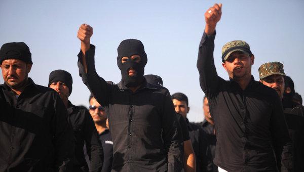 Добровольцы на тренировках на военной базе в городе Наджаф, Ирак. Архивное фото