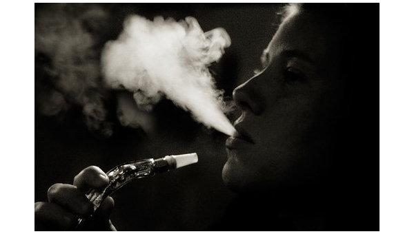 Курение кальяна. Архивное фото