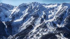 Панорама олимпийских трасс горнолыжного центра Роза Хутор. Архивное фото