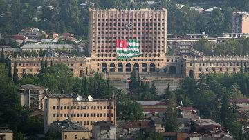 Вид на здание парламента республики Абхазия в Сухуме. Архивное фото