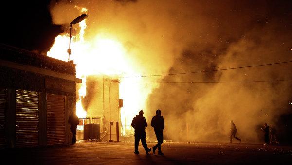 Пожар в Фергюсоне, возникший во время беспорядков