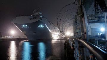 Десантный вертолетоносный корабль-док Владивосток типа Мистраль, архивное фото