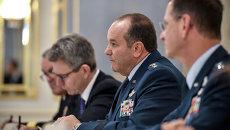 Филип Бридлав (в центре), архивное фото