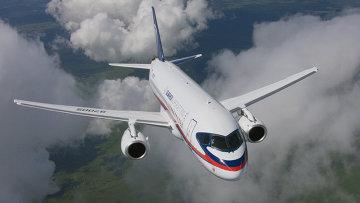 Пассажирский самолет Сухой Суперджет 100. Архивное фото