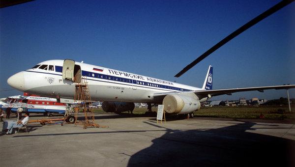 Среднемагистральный самолет Ту-204-100. Архивное фото