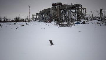 Разрушенное здание терминала аэропорта Донецка. Архивное фото