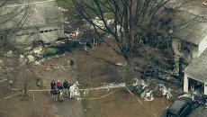 Частный самолет рухнул на жилой дом в США. Кадры с места крушения