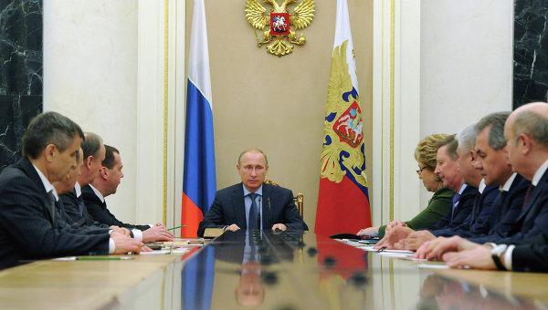 Президент России Владимир Путин проводит совещание с постоянными членами Совета безопасности РФ. 12 декабря 2014