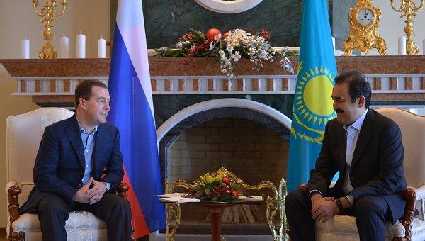 Председатель правительства России Дмитрий Медведев и премьер-министр Казахстана Карим Масимов. Архивное фото