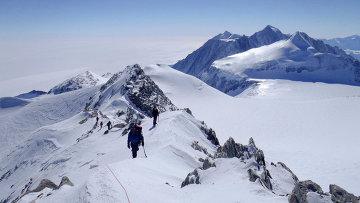 Антарктида. Массив Винсон. Архивное фото