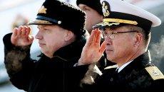 Заместитель командующего Приморской флотилией контр-адмирал Владимир Дмитриев (слева). Архивное фото