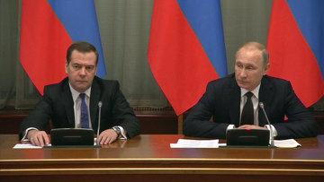 Путин поручил кабмину сосредоточиться на курсе рубля и соцобязательствах