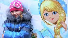 Девочка на торжественном открытии главной елки Донецкой народной республики (ДНР) на площади имени Ленина в Донецке
