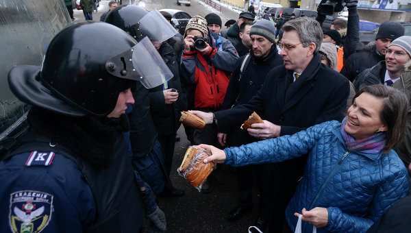 Помощник госсекретаря США по делам Европы и Евразии Виктория Нуланд во время визита в Киев. Архивное фото