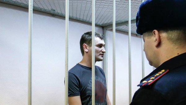 Олег Навальный, обвиняемый в хищении денег у компании Ив Роше, во время оглашения приговора в Замоскворецком суде города Москвы