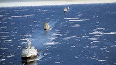 Караван судов на трассе Северного морского пути, архивное фото