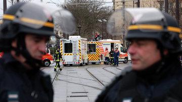 Французская полиция рядом с Порт-де-Венсен. Архивное фото