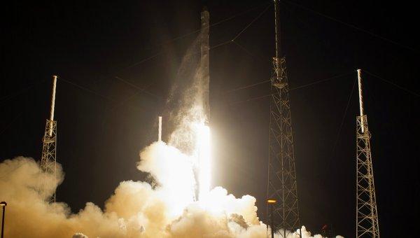 Старт ракеты Falcon 9 со спутником SpaceX , 10 января 2015 года