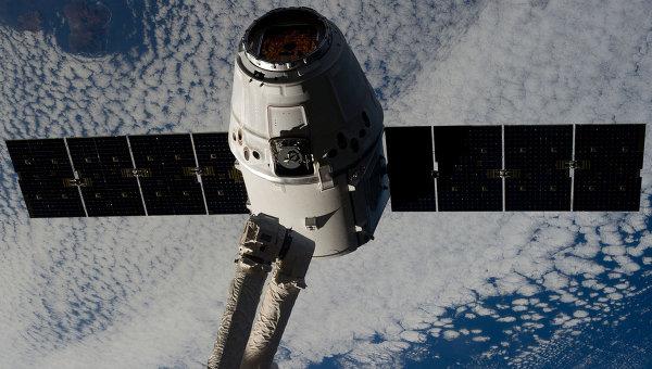 Захват и стыковка космического грузовика Dragon