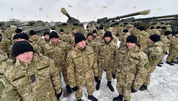 Украинские военнослужащие на военной базе