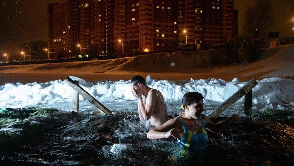 Крещенские купания на озере в Ленинском районе Новосибирска. Архивное фото