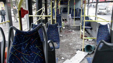 Троллейбус, подвергшийся обстрелу на остановке в Донецке. 22 января 2015