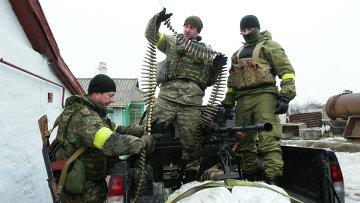 Украинские военнослужащие на боевой позиции. Архивное фото