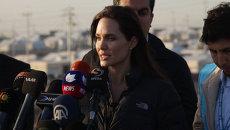 Джоли посетила лагерь беженцев в Ираке и обратилась к мировому сообществу