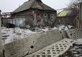 Разрушенный в результате обстрела частный жилой дом в Петровском районе Донецка
