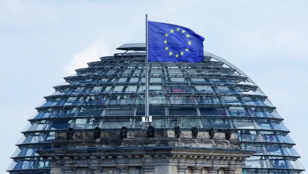 Флаг Евросоюза над Рейхстагом. Архивное фото