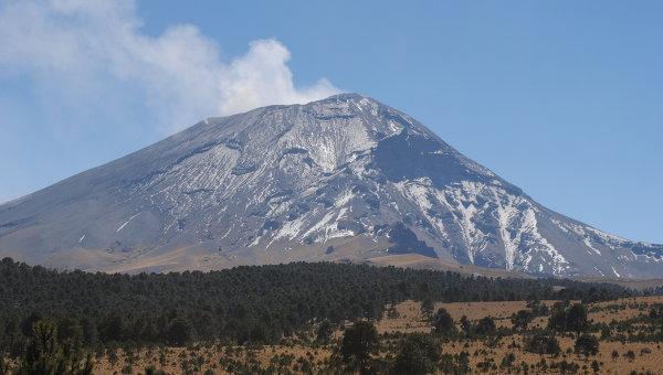 Вулкан Попокатепетль в Мексике. Архивное фото