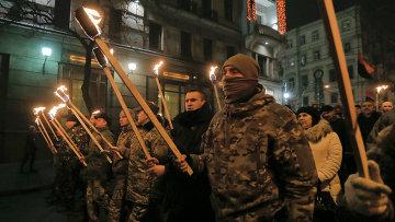 Украинские националисты во время факельного шествия в Киеве