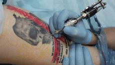 Татуировщик. Архивное фото