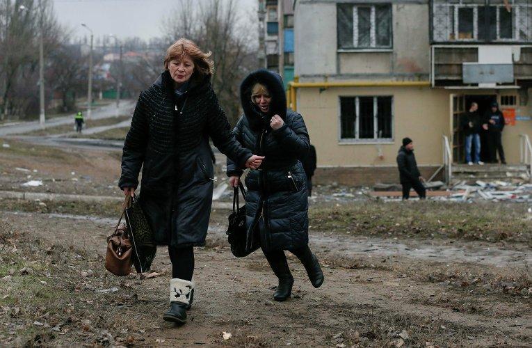 Жители Енакиево после обстрела