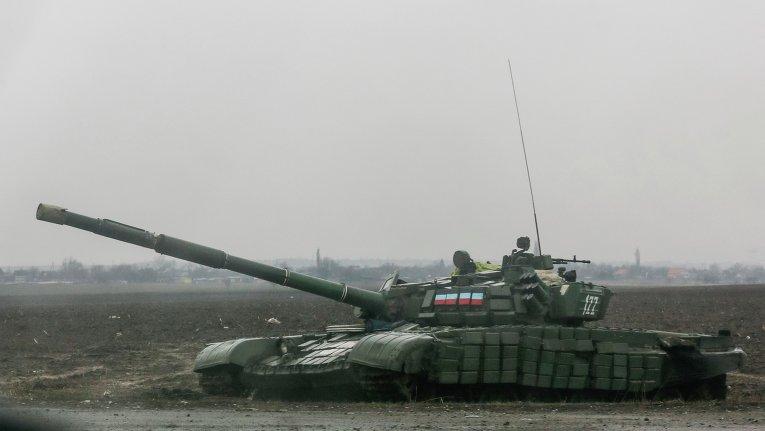 Военная техника ополчения ДНР возле города Енакиево
