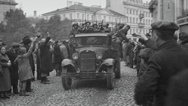 Вступление в город Вильно частей Советской Армии. 1939 год