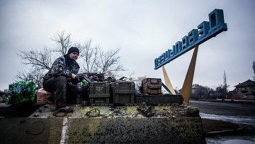Солдат армии Украины в Дебальцево. Февраль, 2015. Архивное фото