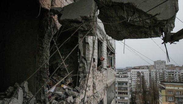 Разрушенное здание в Дебальцево. Восточная Украина, 5 февраля 2015